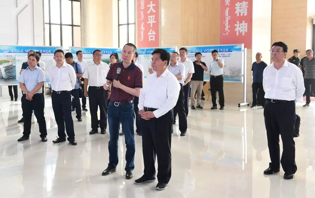 内蒙古自治区党委书记李纪恒调研和林格尔新区 听取货车帮汇报